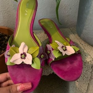 Floral small heeled heels